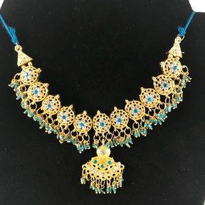Jewelry - Eye-catching collar necklace